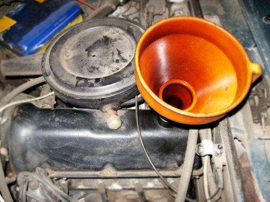 сколько масла заливать в двигатель киа каренс