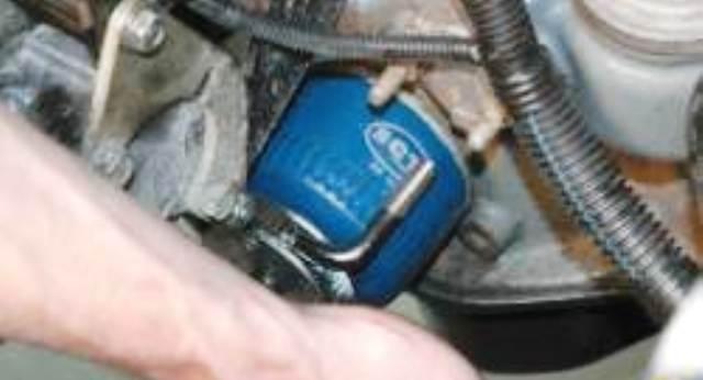 Замена масла в двигателе  в ниве шевроле