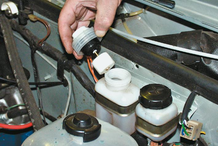 как поменять тормозную жидкость на вольво s80