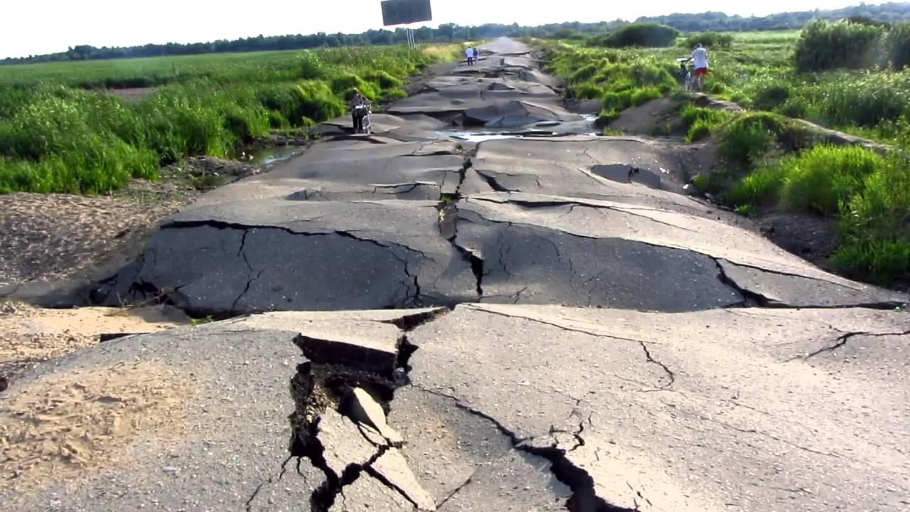 Картинки по запросу разбитые дороги в россии